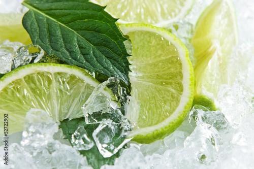 plastry-limonki-i-lisci-miety