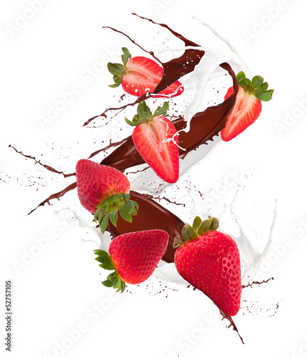 Foto op Canvas In het ijs bilberry in chocolate and mill splash over white background