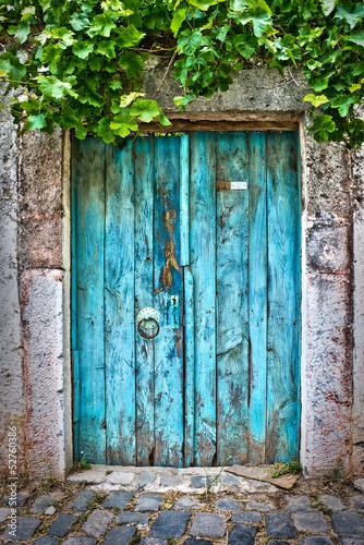 Fotografie, Tablou  Porte bleue dans un village turc