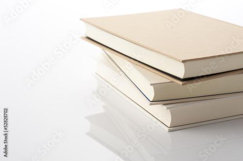 Valokuva  白背景に積み重ねた本