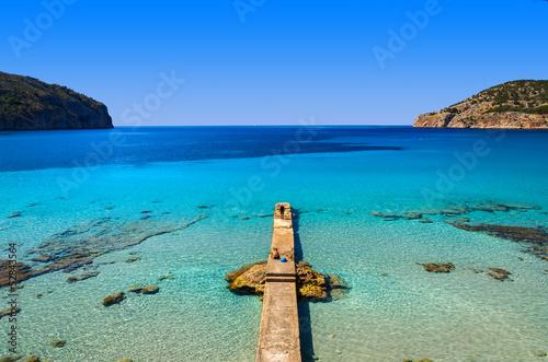 Montage in der Fensternische Olivgrun Beach jetty platform sea bay mountains, Camp de Mar, Majorca