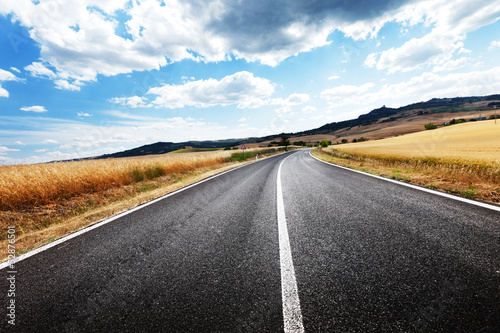 In de dag Route 66 asphalt road in Tuscany Italy