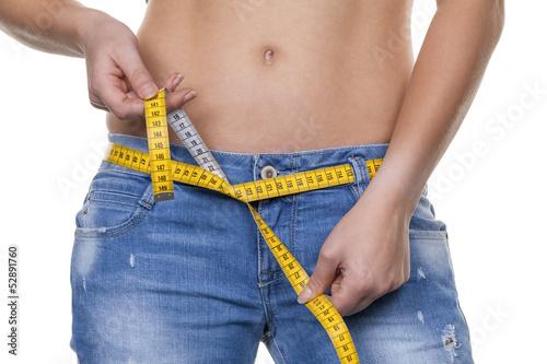 Fotografie, Obraz  Frau mit Maßband vor der nächsten Diät