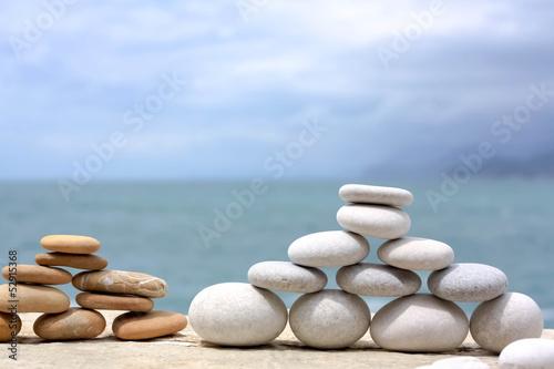 Akustikstoff - White and Yellow Stonepyramids