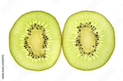Aluminium Prints Slices of fruit dwa plastty kiwi na białym tle