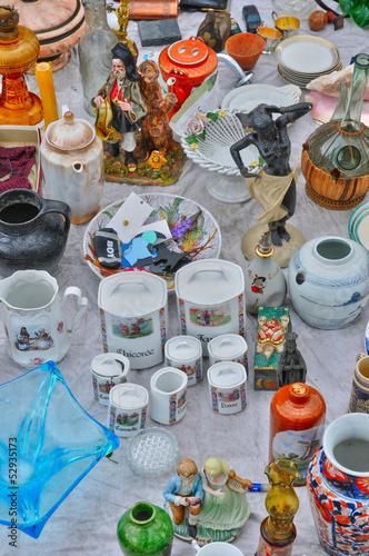 Foto op Aluminium Picknick old objects at Marolles district flea market in Brussels