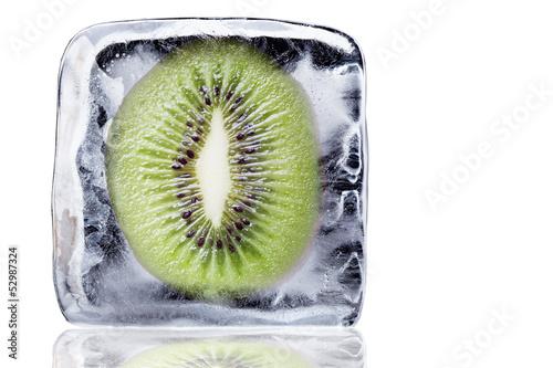 Poster Dans la glace Kiwi im Eisblock