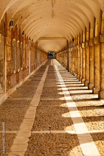 sredniowieczny-korytarz