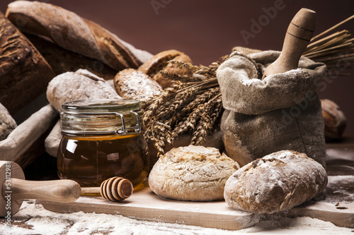 Traditional bread and rolls - 53112981