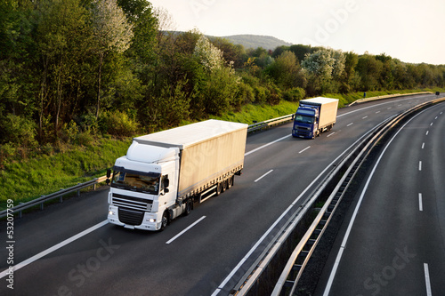 LKW auf der Autobahn 3 - fototapety na wymiar