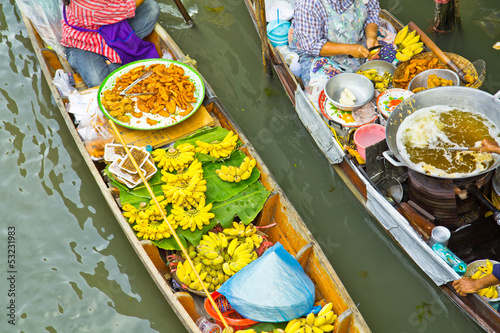 Atmosphere at Damnoen Saduak Floating Market in Thailand Wallpaper Mural