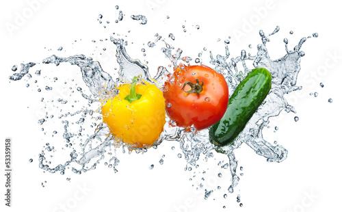 Spoed Foto op Canvas Opspattend water tomato, cucumber, pepper in spray of water