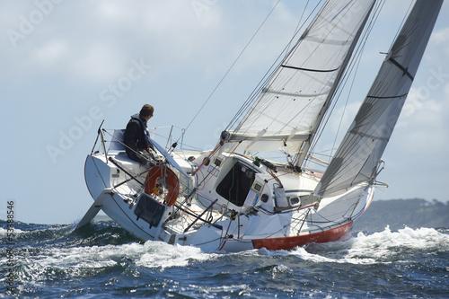 Fotografie, Obraz  Skipper sur syn jachta de sportem