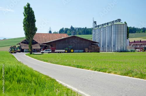 Foto  moderner Landwirtschaftsbetrieb
