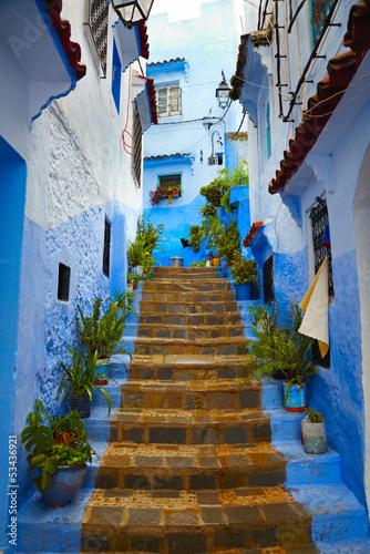 Fototapeta premium Wewnątrz marokańskiego miasteczka medyna Chefchaouen