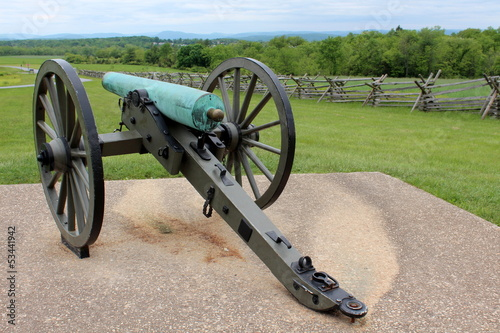 Fotografie, Tablou  Old Civil War canon displayed on concrete slab