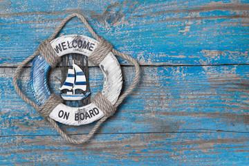 Welcome on Board - Hintergrund in Blau aus Holz