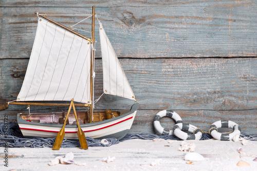 drewniana-zaglowka-jako-morski-tlo