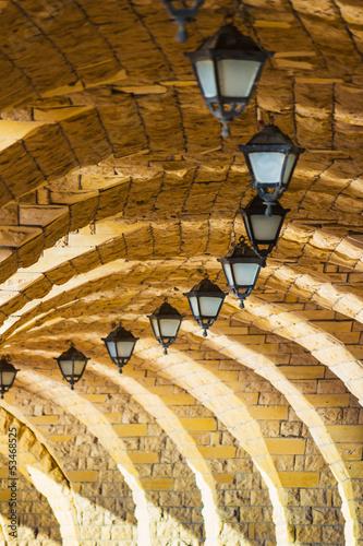 lukowa-kamienna-kolumnada-z-latarniami