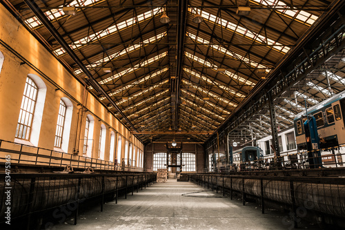 Fotobehang Oude verlaten gebouwen Industrial interior of a vehicle repair station