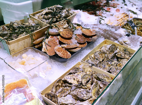 Papiers peints Coquillage showcase of seafood