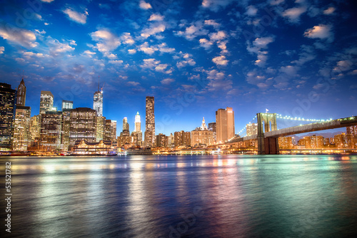 Fototapeta Spectacular sunset view of lower Manhattan skyline from Brooklyn obraz