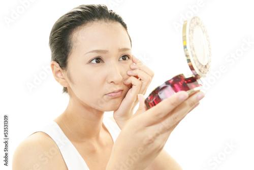 Fényképezés  顔のシミを気にする女性