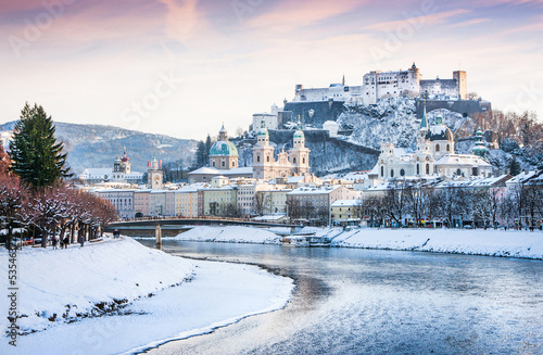Foto-Kissen premium - Salzburg skyline with river Salzach in winter, Austria (von JFL Photography)