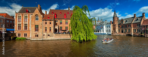 Printed kitchen splashbacks Bridges Houses along the canals of Brugge or Bruges, Belgium