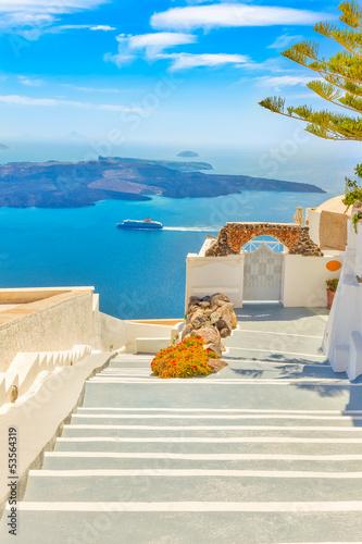 grecja-santorini-wyspa-na-cykladach-tradycyjne-zabytki-koloru