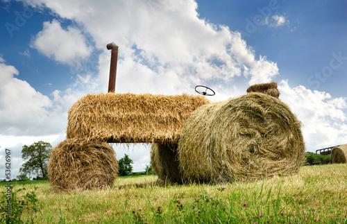 Fotografie, Obraz  Erntedank Heuernte - Umweltfreundlicher Traktor aus Heu