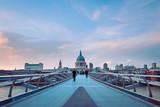 Fototapeta Londyn - People walking over Millennium bridge at dusk.