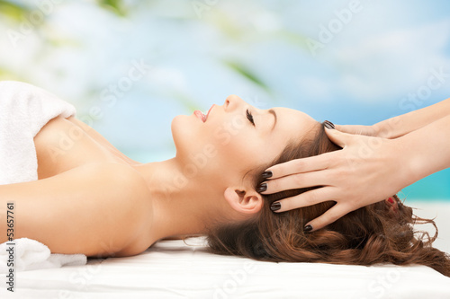 Fotografie, Tablou woman on resort getting head spa treatment