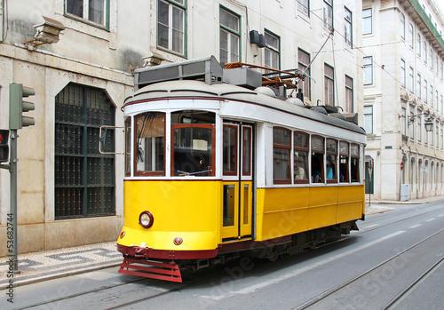 stary-zolty-lizbonski-tramwaj-portugalia