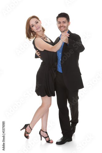 Foto-Schmutzfangmatte - Young couple dancing (von Andrey Popov)