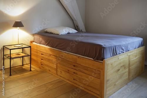 lit à tiroirs en bois massif Billede på lærred