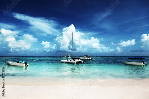 fototapeta na szkło Karaiby plaża i jachty