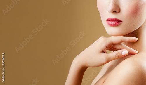 Photo sur Aluminium Manicure Beautiful Girl face. Perfect skin