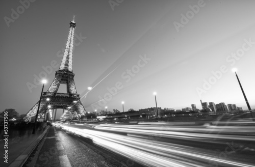Papiers peints Paris PARIS - DEC 1: Cars speed up in Pont D'Iena with Eiffel Tower in
