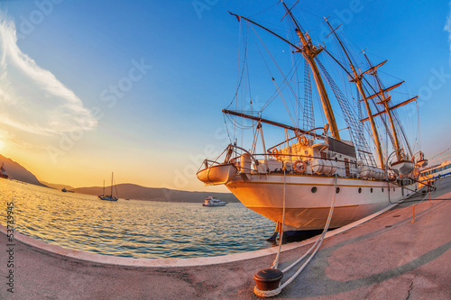 Keuken foto achterwand Schip Old sailing ship in sunset light