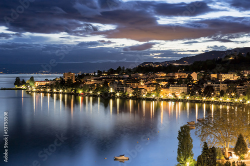 Fotografia Night view of buildings from Montreux