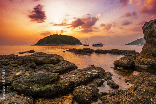 Foto op Plexiglas Landschappen Tropical beach at sunset.