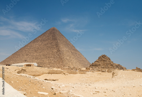 In de dag Egypte Pyramid of Khufu (Cheops) in Great pyramids complex in Giza