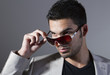 erkek model ve güneş gözlüğü
