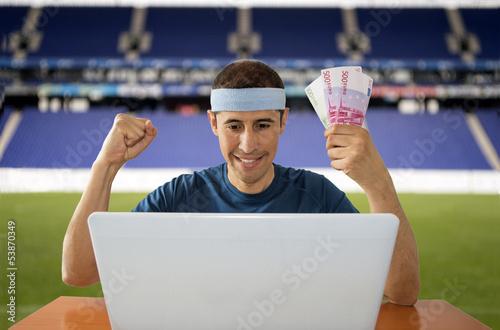 Fotografía  betting wonline gaining euros in stadium
