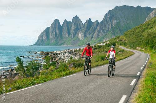 Poster de jardin Cyclisme two cyclists relax biking