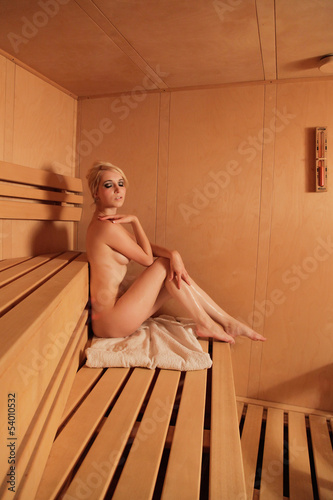 Frau nackt in sauna