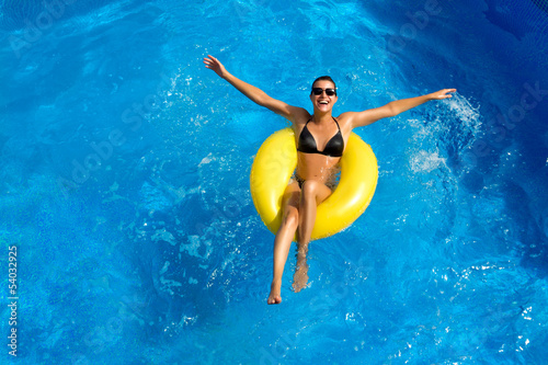 Fotografie, Obraz  Beatiful Brunette Playing in the Pool