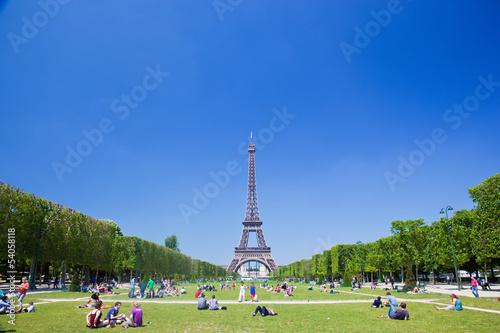Fotografia  Eiffel Tower, Paris, France. Tourists and localson Champ de Mars