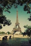 Wieża Eifla i most na wonton rzece w Paryż, Francja. Zabytkowe - 54058534